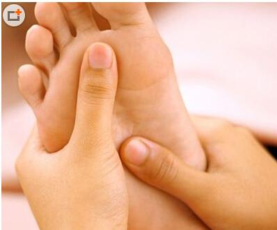 颈肩酸痛可以通过足底按摩来治疗